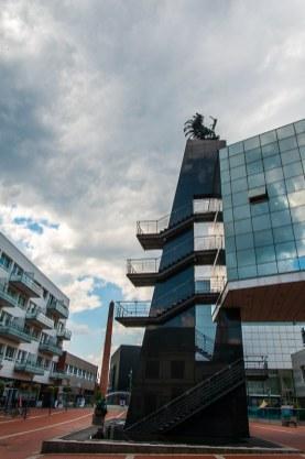 """""""Der Traum des Tabakarbeiters"""" - insgesamt 36 Bronzestatuen, Hotel Royal"""