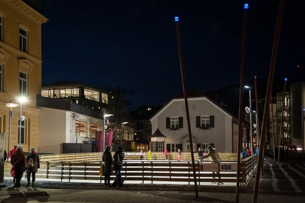 An der Eisbahn in Bruneck