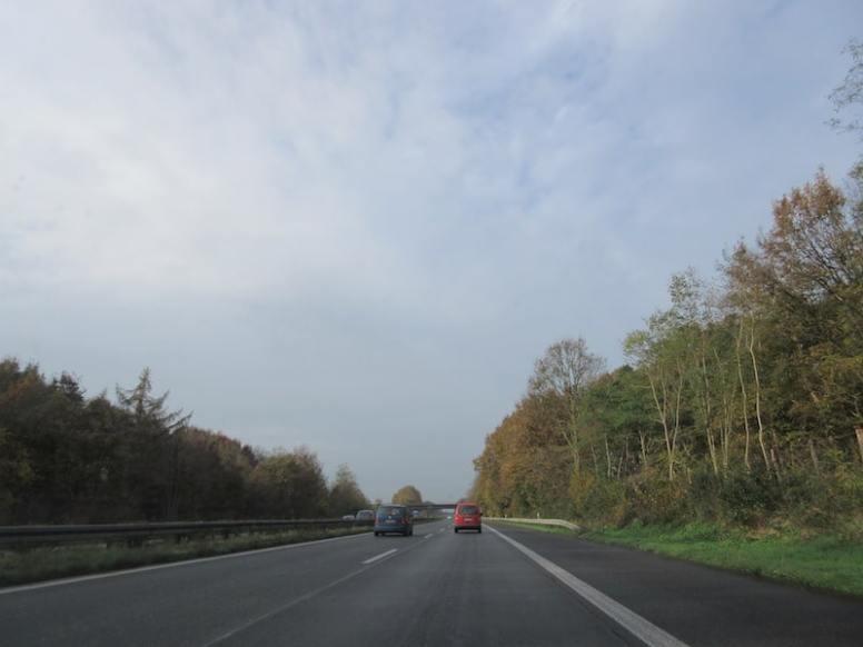 Test bei Tageslicht auf der Autobahn Richtung Amsterdam