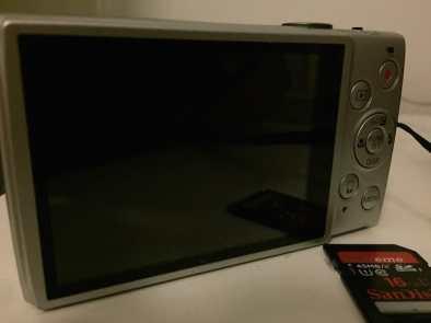 Rückseite der Canon IXUS 265 HS in silber