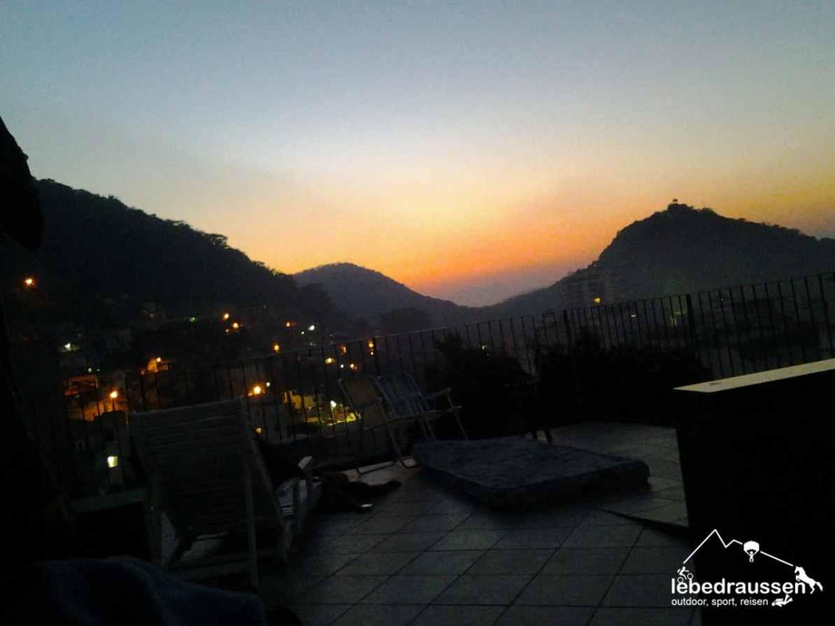 Ein Sonnenaufgang in der Favela Babilônia, Brasilien