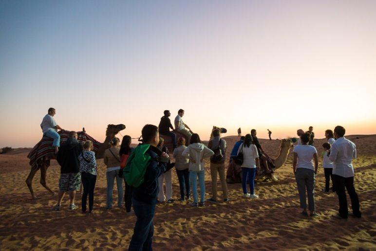 Kamelreiten in der Wüste, Foto: Simon Bierwald (Indeed Photography)