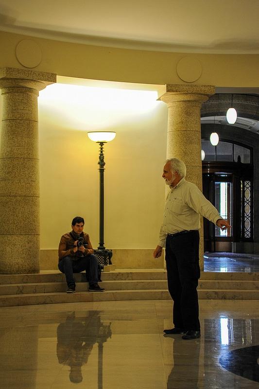 Don Finkbeiner erklärt die Besonderheiten im Legislative Building