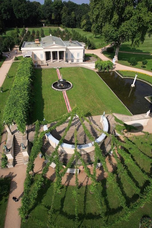 Schloss Charlottenhof mit Garten und Bassin, Luftaufnahme Foto: Jürgen Hohmuth, 2007 (Pressefoto, SPSG)