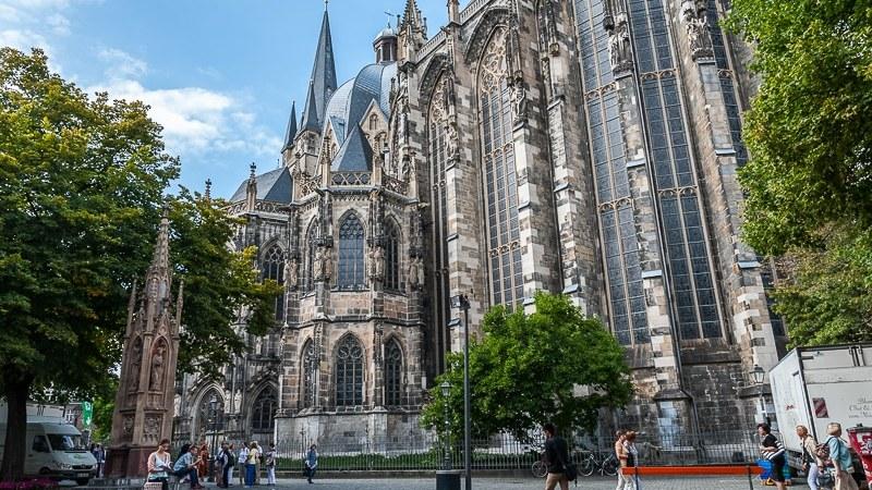 Dom vom Münsterplatz aus