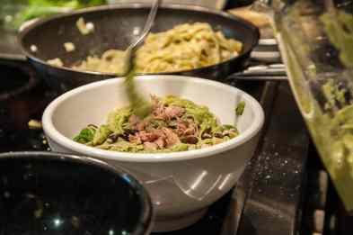 Spinatnudeln und Pesto