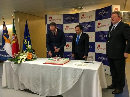 Offizieller Austausch zwischen Vertretern von airberlin und den Azoren