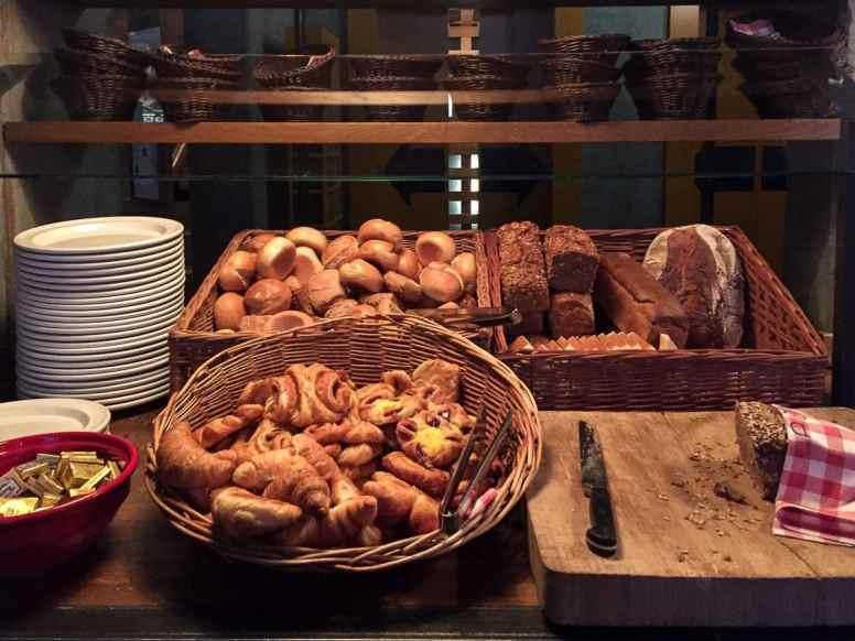 Brotauswahl beim Frühstück