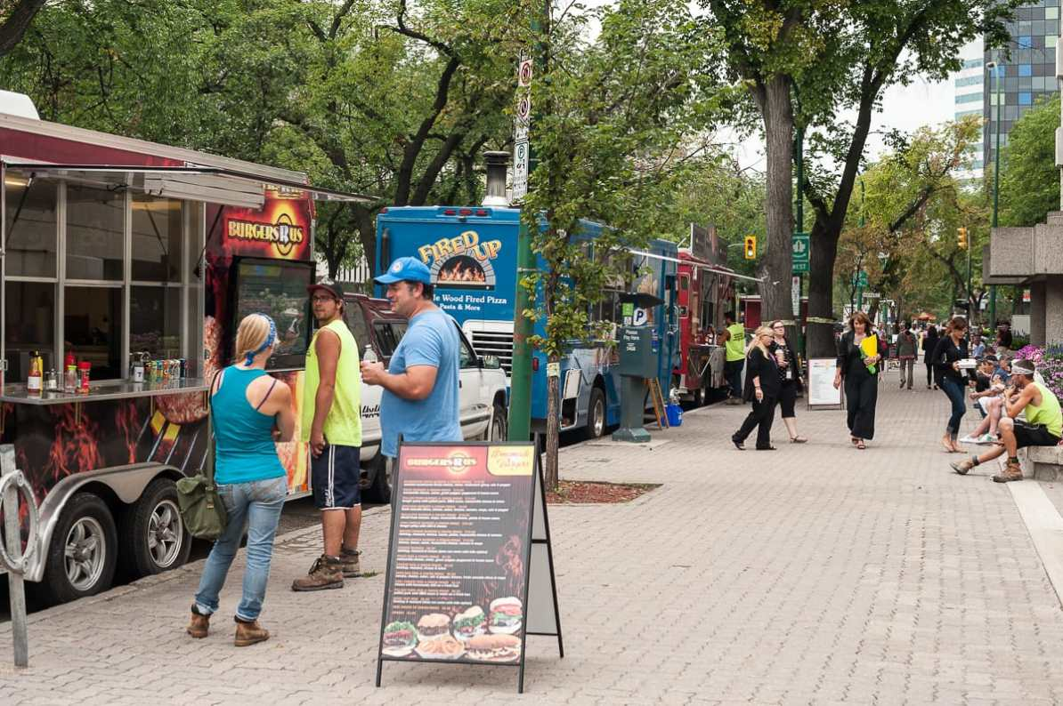 Food Trucks auf Winnipegs Broadway
