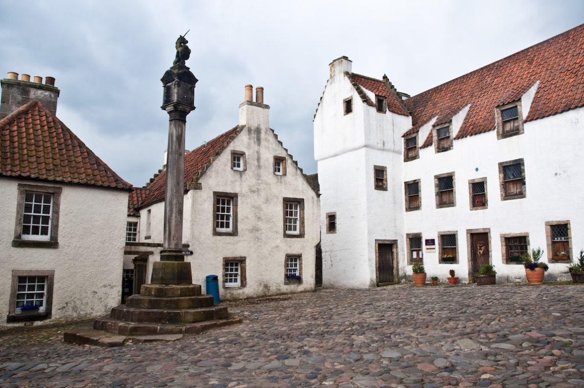 Culross Mercat Cross, Marktplatz & Study House - Foto von Phillip Capper (via Flickr), CC BY 2.0-Lizenz