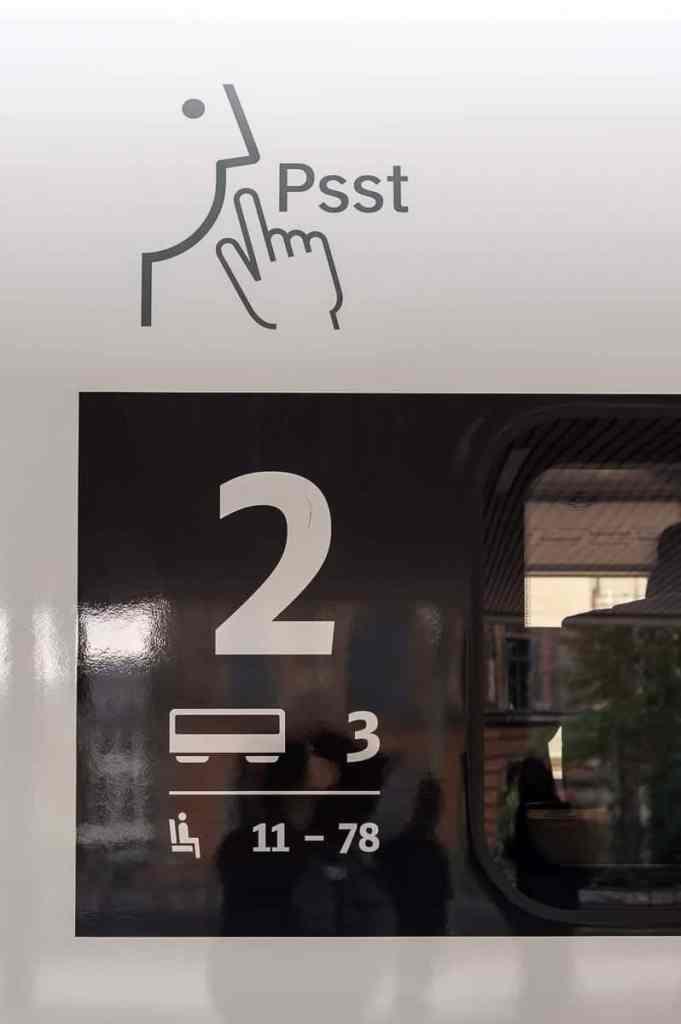 Kennzeichnung Ruhebereich am Wagen 3