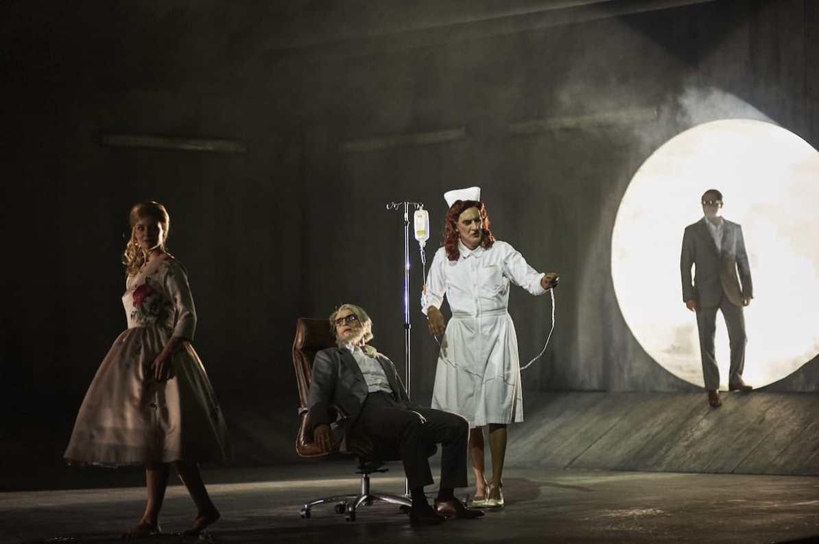 Faust (Theater Dortmund): Eleonore Marguerre, Lucian Krasznec, Karl-Heinz Lehner, David N. Koch Foto: Thomas Jauk