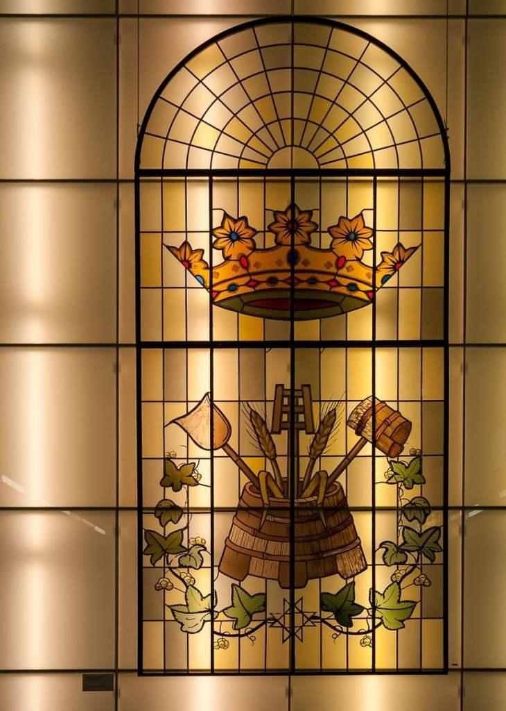 Typisches bleiverglastes Fenster