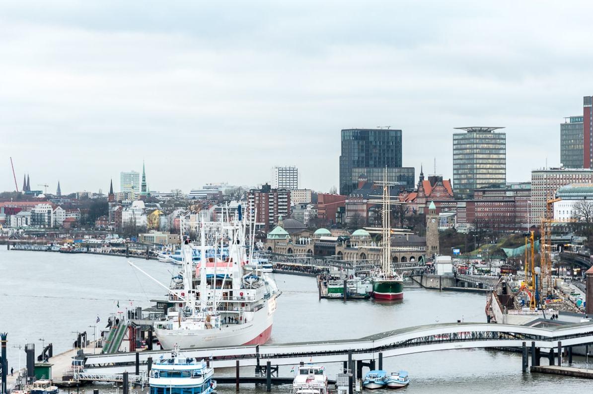 Ausblick auf den Hamburger Hafen