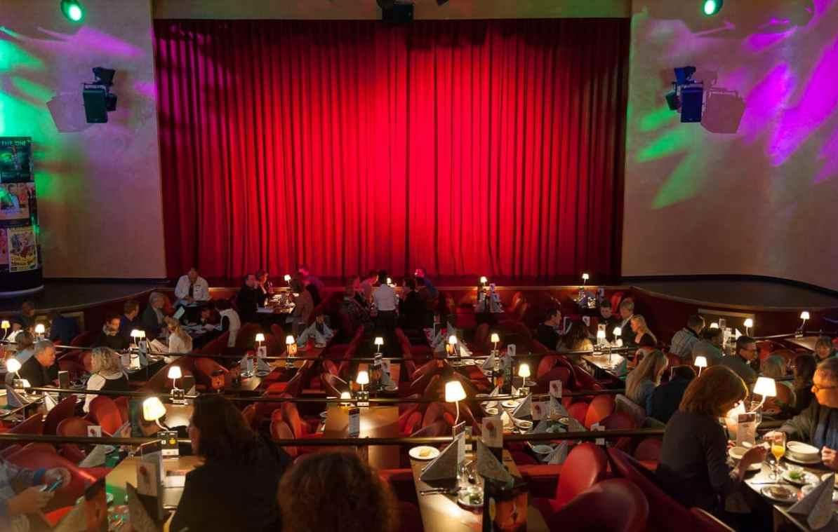 Kleine Tischchen mit Lampen, GOP Variete-Theater Essen