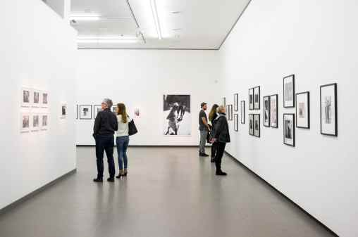"""In den Räumen der """"Women on Street""""-Ausstellung im NRW-Forum"""