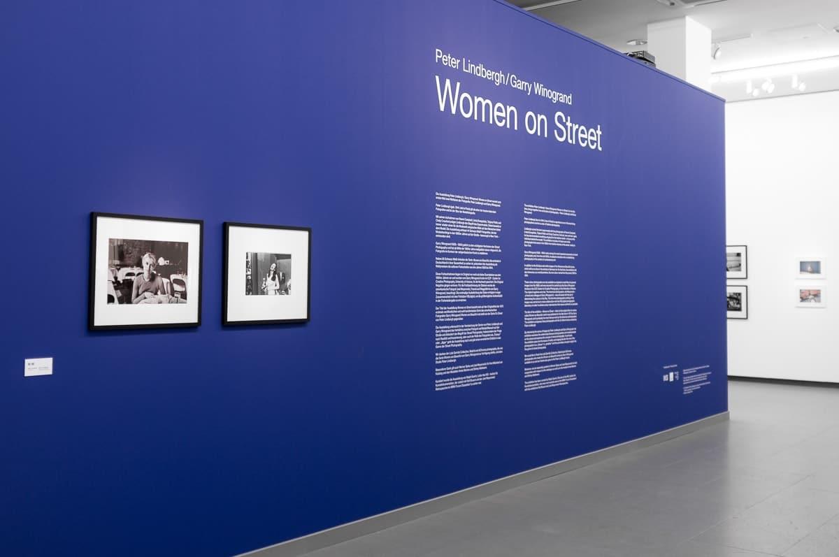 """""""Women On Street""""-Fotoausstellung - Peter Lindbergh/Garry Winogrand im NRW-Forum Düsseldorf"""