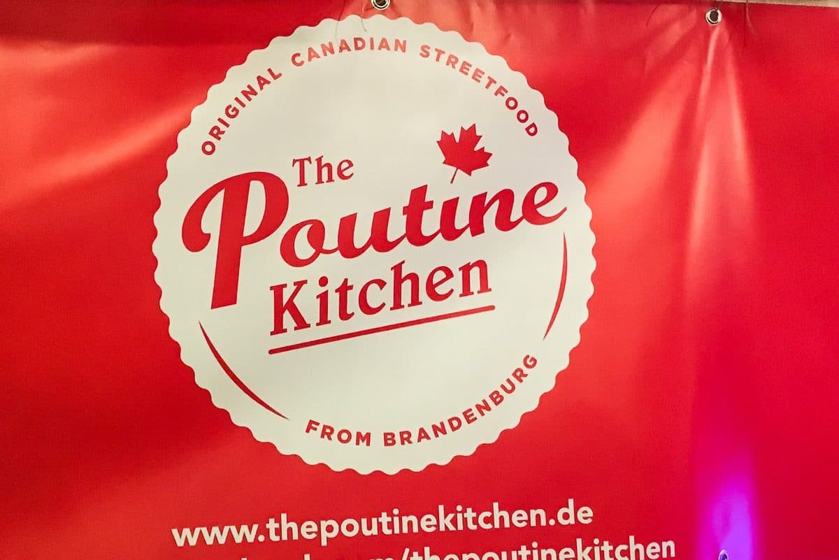 The Poutine Kitchen Logo und Banner beim Street Food Thursday, Berlin