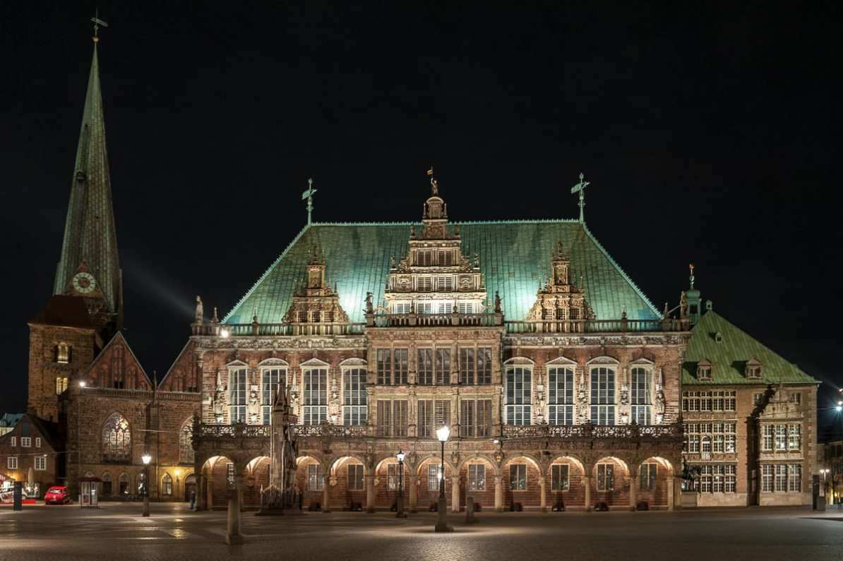 Bremer Rathaus bei Nacht.