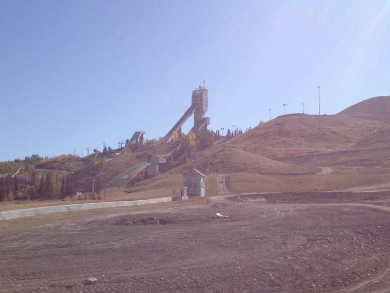 Blick auf die Skisprungschanzen