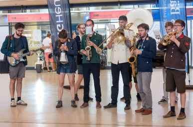 """Livemusik von """"Moritz und das große alte Problem""""-Marchingband"""