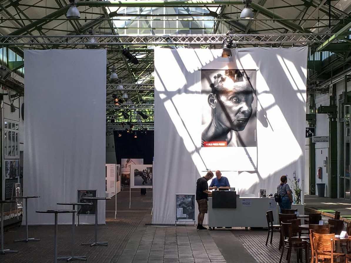 Eingang zur World Press Photo-Ausstellung 2017 im Depot, Dortmund