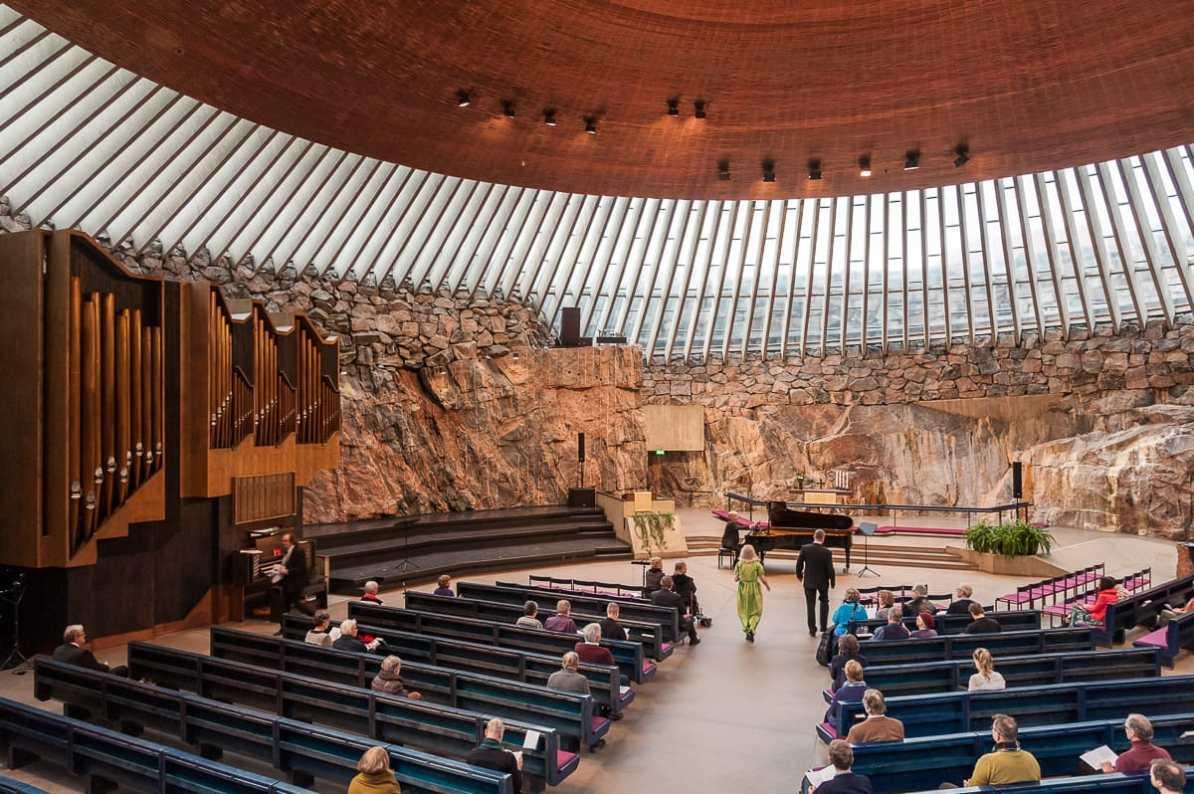 Im Inneren der Felsenkirche bei einem Konzert