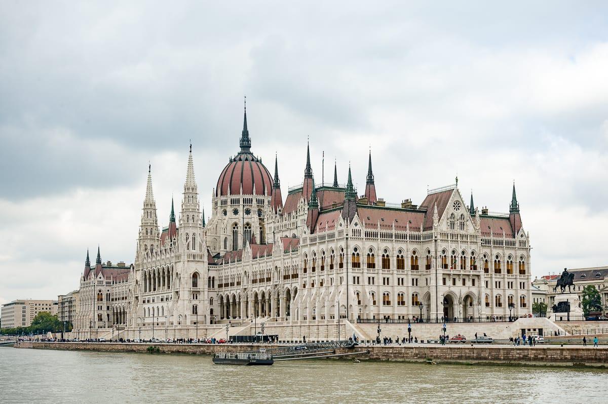 Titelbild Parlamentsgebäude Budapest