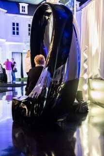 futuristische schwarze Hochglanzsitzmöbel
