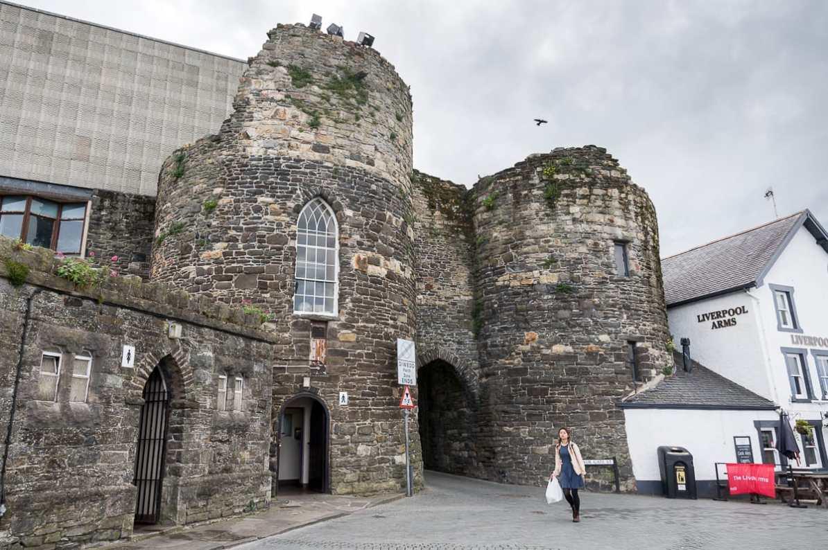 Stadtmauer und Turm in Conwy
