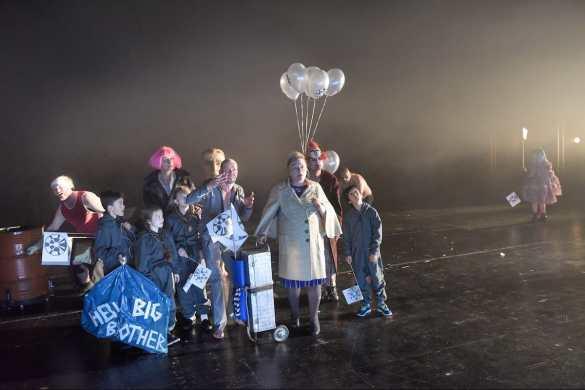Ensemble - 1984 von George Orwell, Theaterfassung von Armin Petras Foto: Thomas Aurin