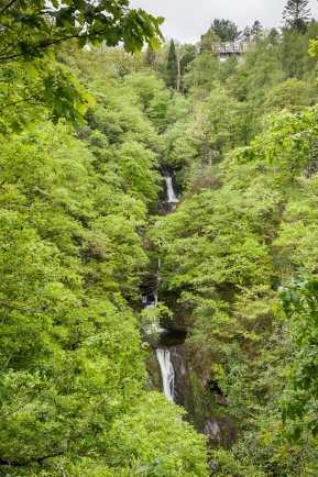 Der Wasserfall unterhalb des Hafod Arms Hotels