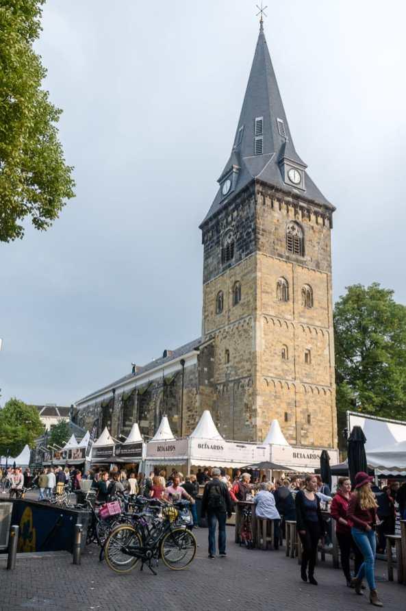 Oude Markt mit Grote Kerk und Proef Eet