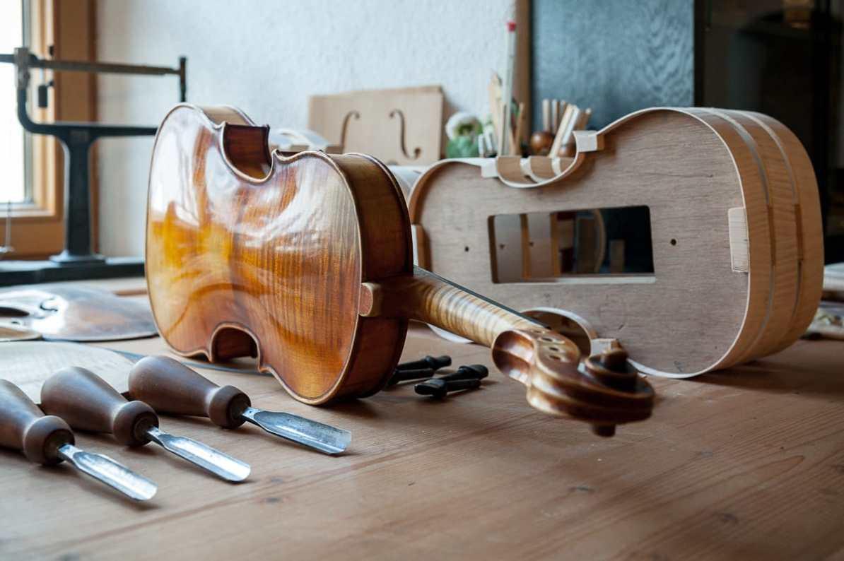 Beim Geigenbauer Oliver Radke in Füssen