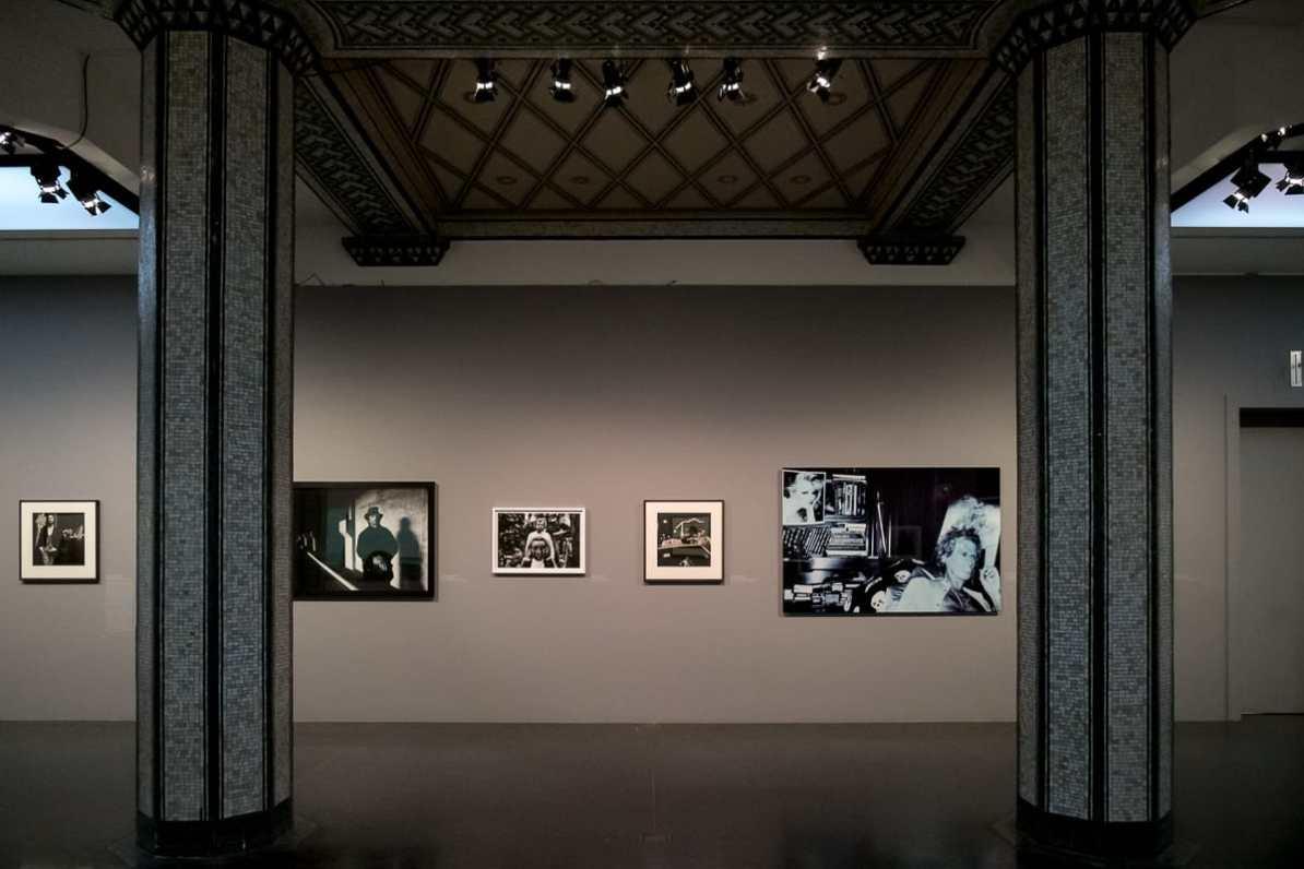 Bilder von Anton Cobijn, wie links von Dave Gahan (Depeche Mode), prägten Bands über Jahrzehnte