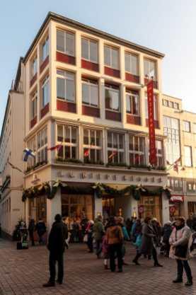 Das Stammhaus von Niederegger mit dem Niederegger Café