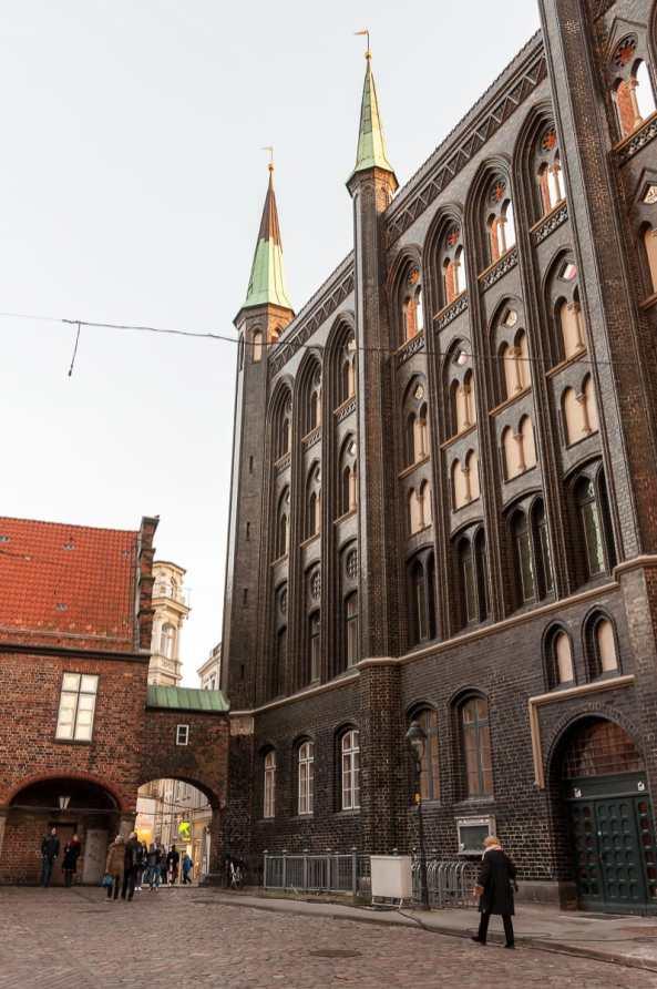 Rückseite des Rathauses mit gotischer Schildwand