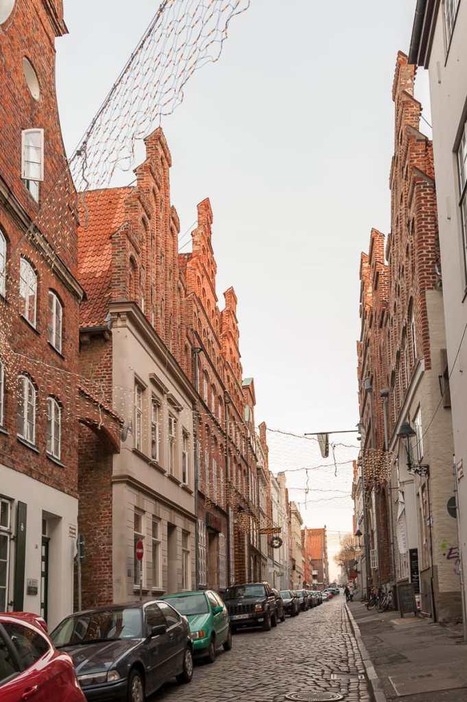Eine der schönen Straßenzüge von Lübeck