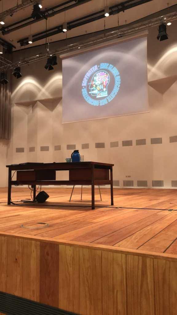 Bühne im Orchesterzentrum vorbereitet für die Kopfnoten
