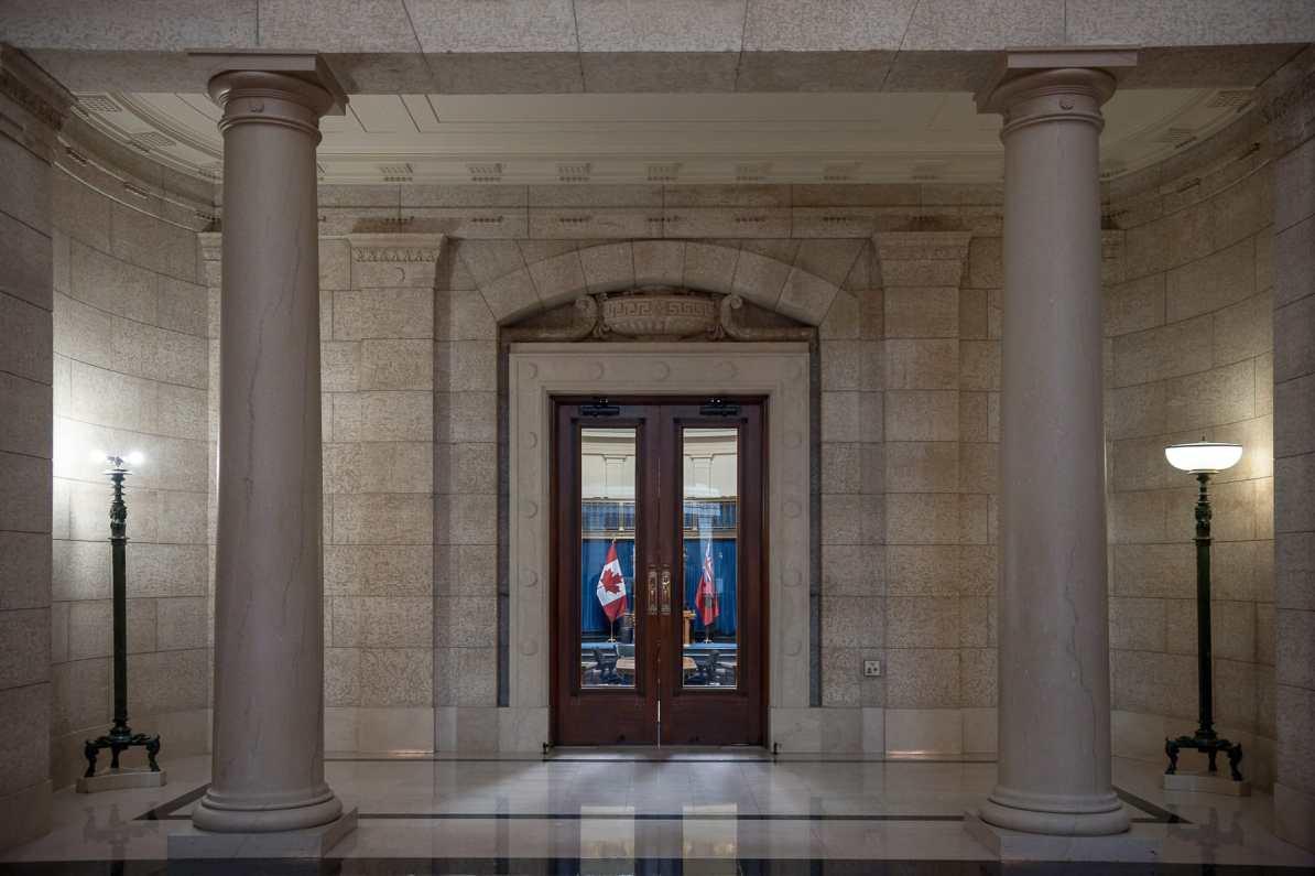 Tür zur Legislative Chamber im Manitoba Legislative Building