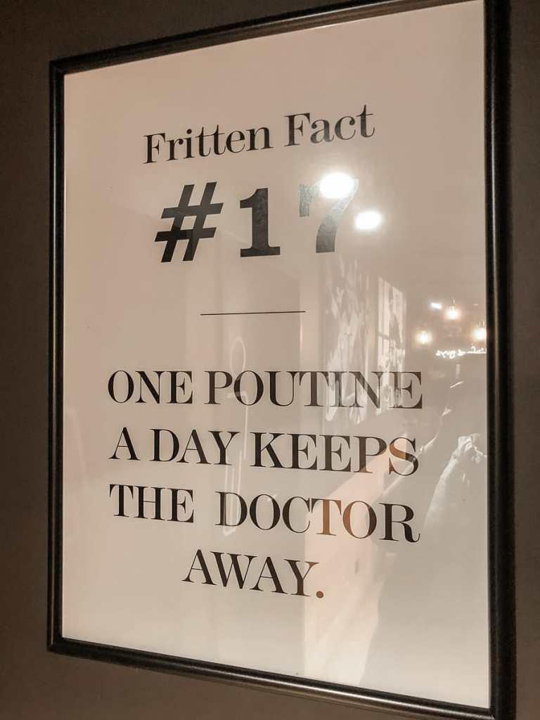 """Immer zu beachten: """"One Poutine a day keeps the doctor away"""". Fritten Fact #17 im Frittenwerk Frankfurt."""