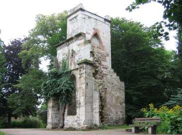 """Ruine des Tempelherrenhauses """"Ruine im Park an der Ilm Weimar"""" Foto: Michael J. Zirbes Lizenz: CC BY-SA 3.0 via Wikipedia."""