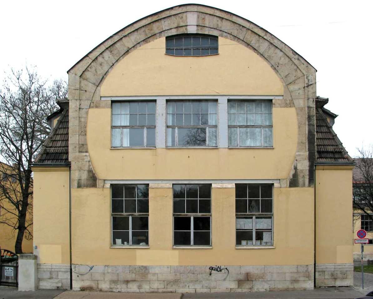 Kunstgewerbeschule in Weimar - Van-de-Velde-Bau, Südgiebel, Foto: R.Möhler via Panoramio, Lizenz: CC BY 3.0 via Wikipedia.