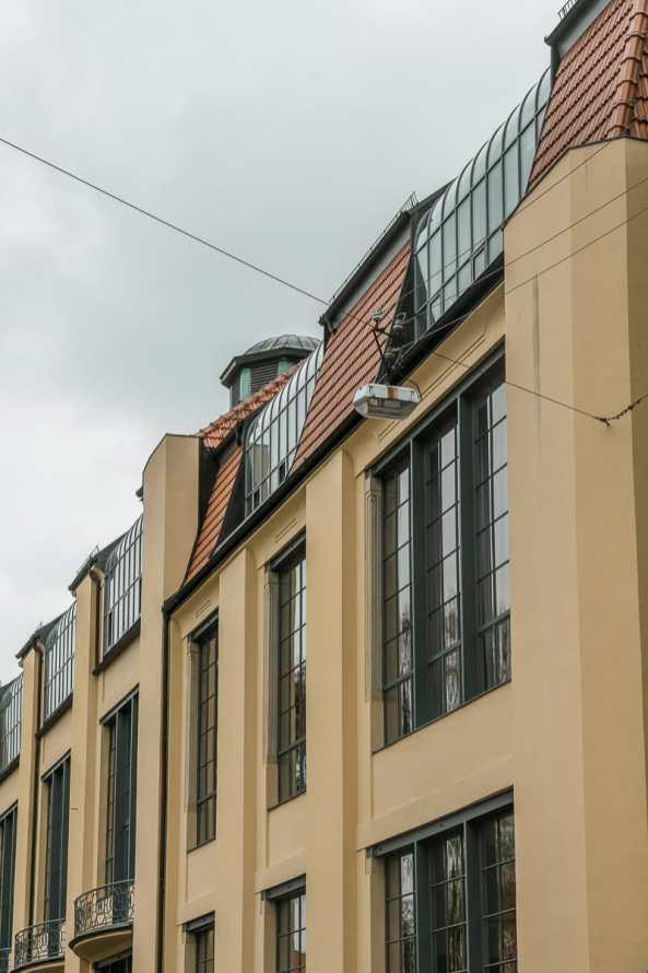 Front des Hauptgebäudes der Bauhaus-Universität Weimar.