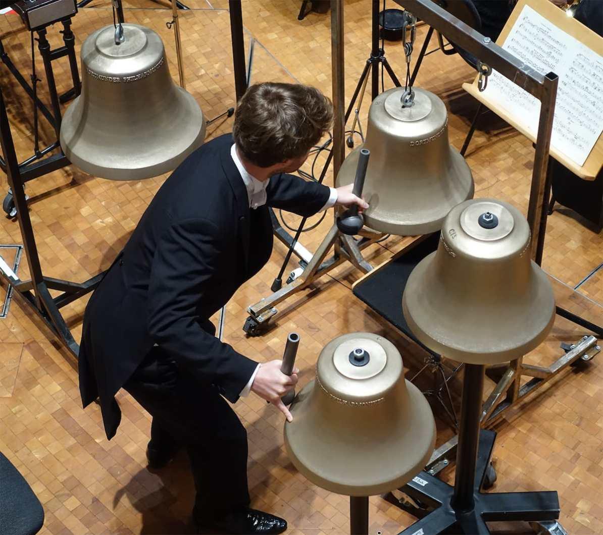 """Die Glocken für Rachmaninow im 6. Philharmonischen Konzert """"Seelige Stimmen"""" Foto: Anneliese Schürer/Dortmunder Philharmoniker"""