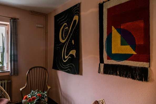 Wandteppiche in der Diele des Margaretha-Reichardt-Hauses.