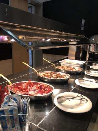 Warmes Buffet beim Frühstück im Mercure Hotel Berlin City