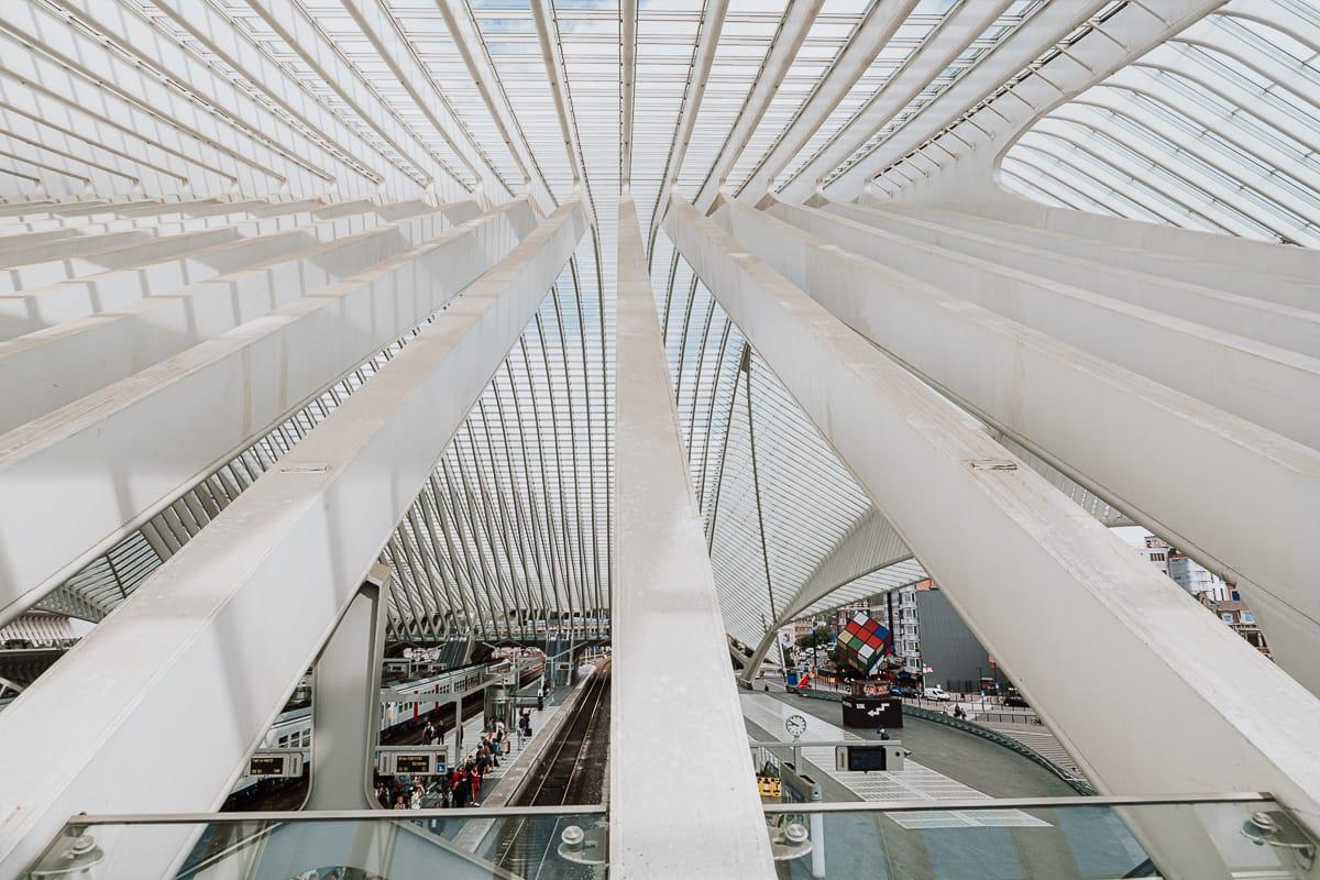 Spannende Winkel kann man am Bahnhof an jeder Ecke entdecken - beeindruckende Stahl-, Glas- und Betonkonstruktion