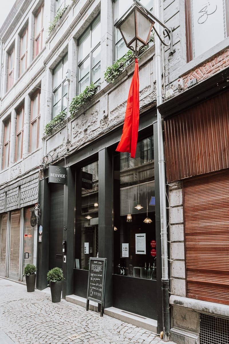 Eingang zum Hotel in der Altstadtgasse En Neuvice, Lüttich.