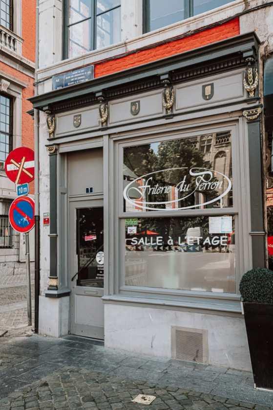 Friterie du Perron am La Violette, Eingang des Ladens.